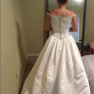 Jasmine Couture Wedding gown NWOT size 16